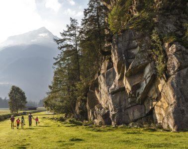 Klettern mit Kindern im Ötztal, Foto: Tirol Werbung   Climbers Paradise