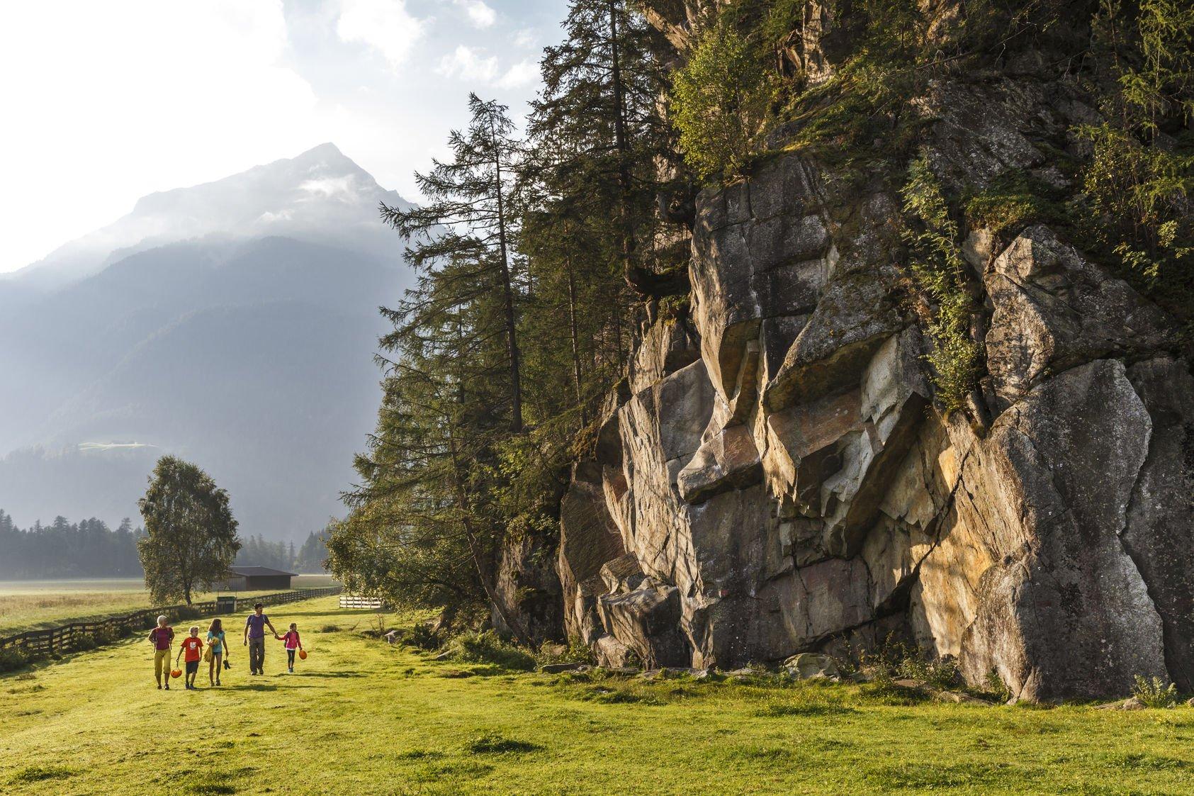 Klettern mit Kindern im Ötztal, Foto: Tirol Werbung | Climbers Paradise