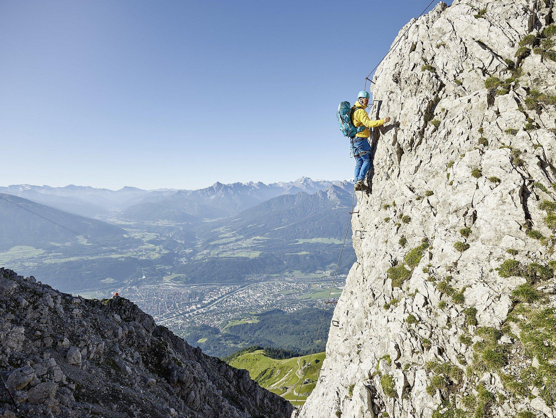 Klettersteig Innsbruck : Innsbrucker klettersteig foto: innsbruck tourismus climbers