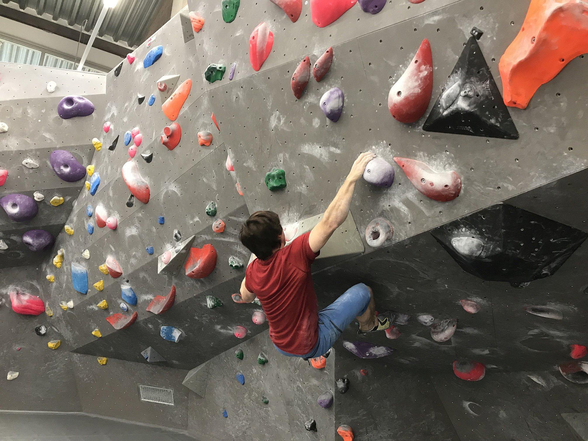 Beim Bouldern die Maximalkraft trainieren | Climbers Paradise