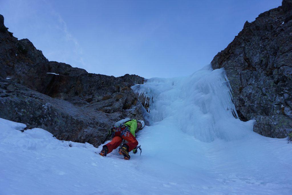 Die ersten steilen Eisaufschwünge