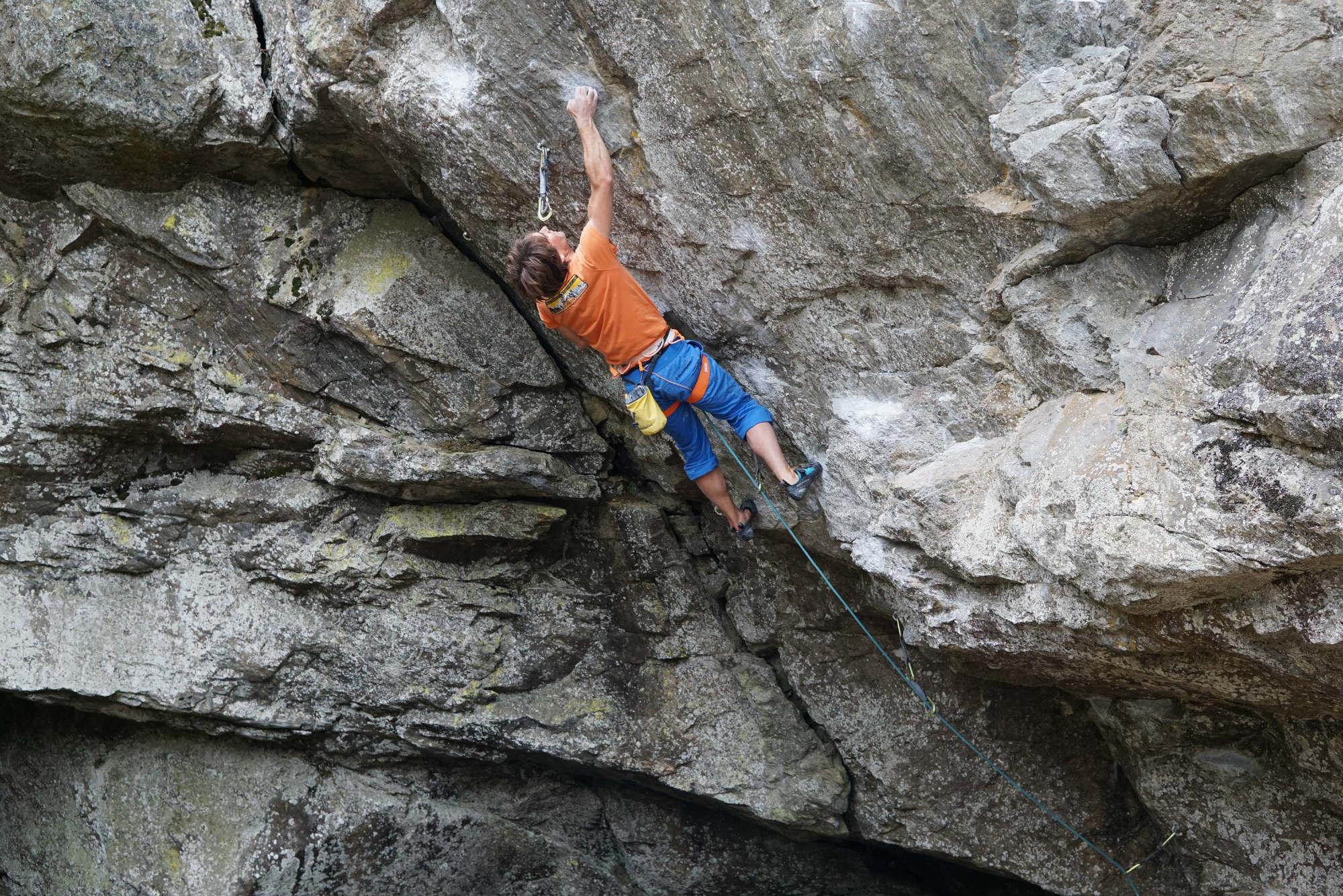 Klettergurt Für Halle Und Klettersteig : Sitzt passt hat luft klettergurt richtig anpassen bei klettern