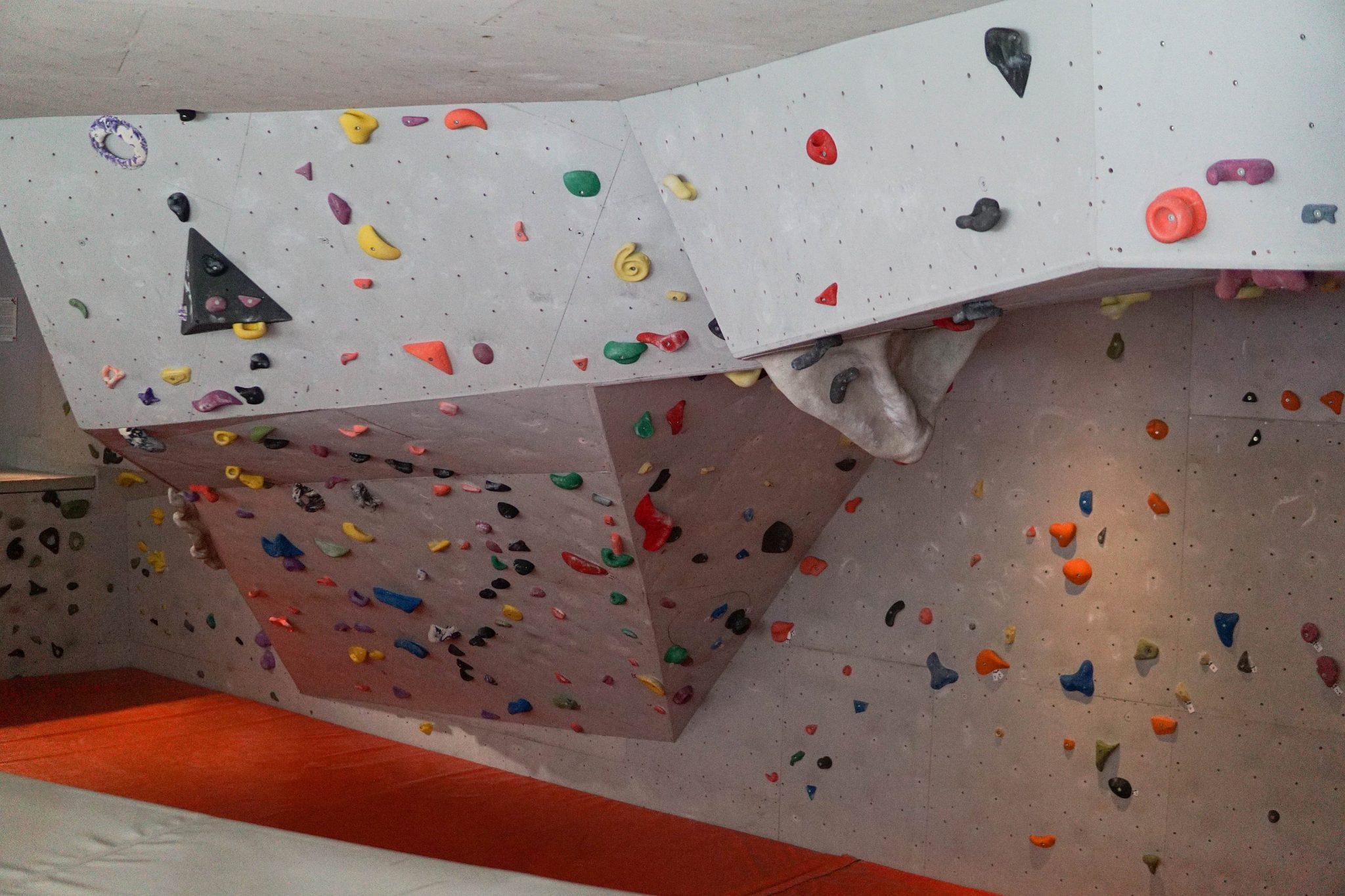 Die Boulderwand im Alpinarium | Climbers Paradise