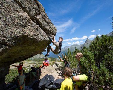Bouldern im Silvapark, Foto: Mike Gabl   Climbers Paradise