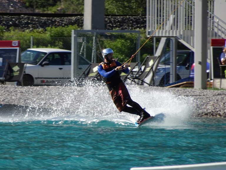 Mit dem Wakeboard in der Area 47 | Climbers Paradise