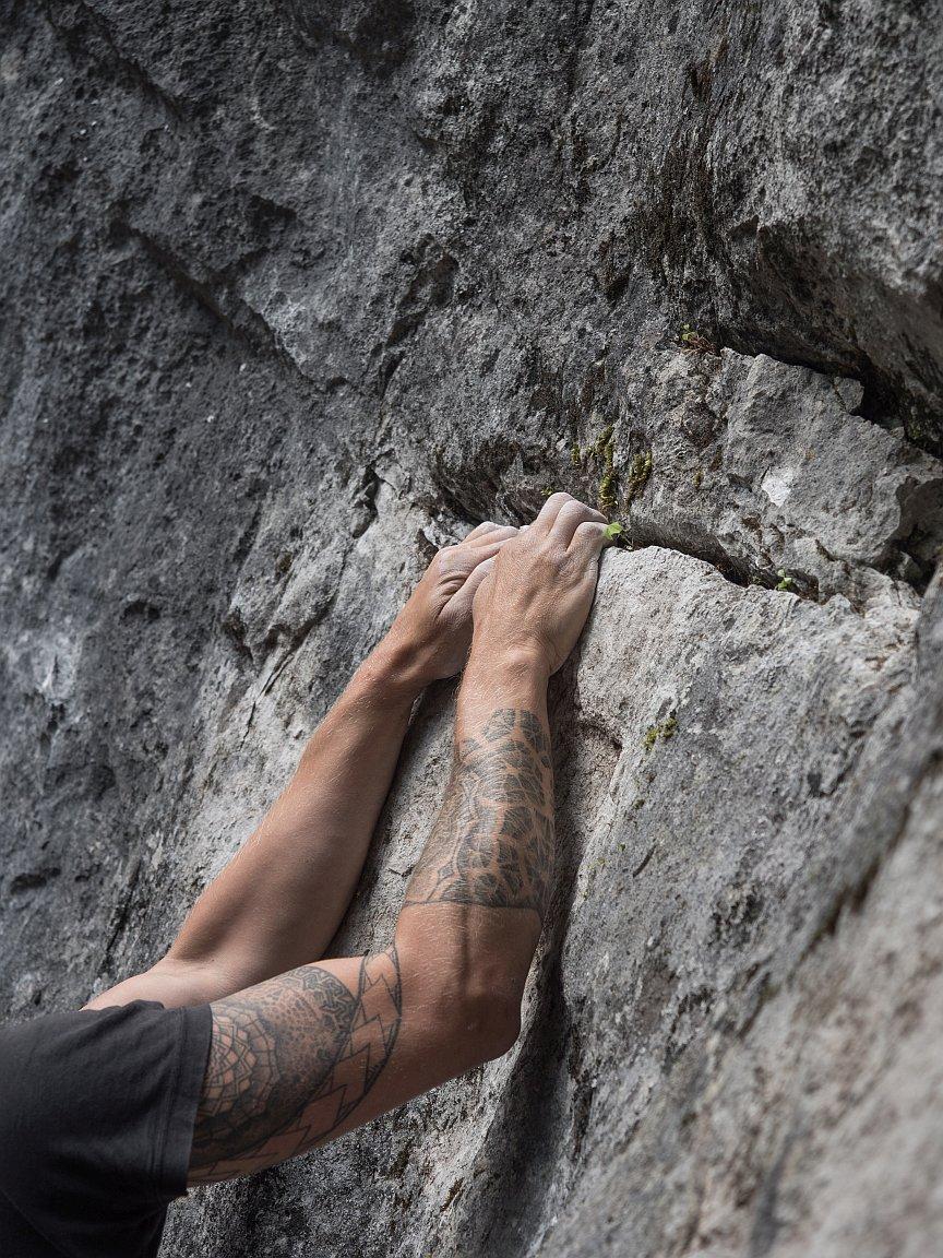 Guter Fels zum Bouldern in Hoch-Imst, Foto: Simon Schöpf | Climbers Paradise