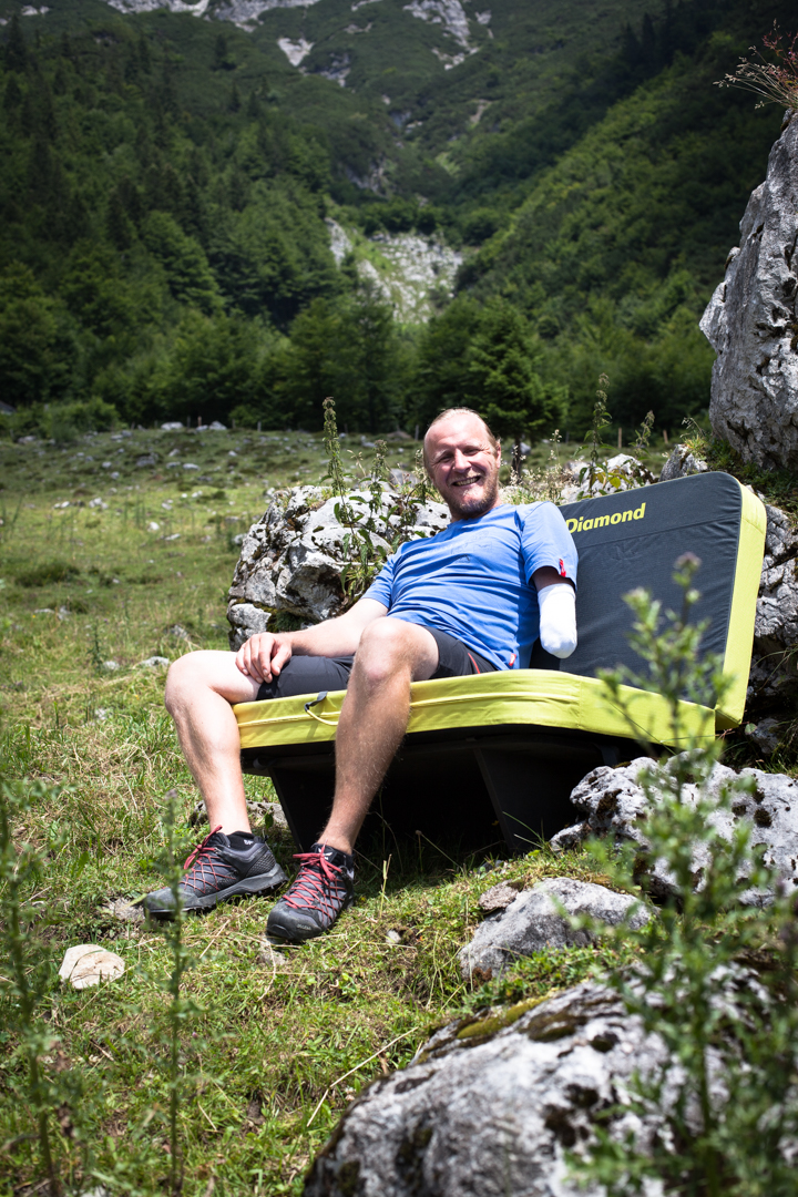 Hannes Mayr auf der Crash-Pad-Couch, Foto: Tobias Attenberger | Climbers Paradise