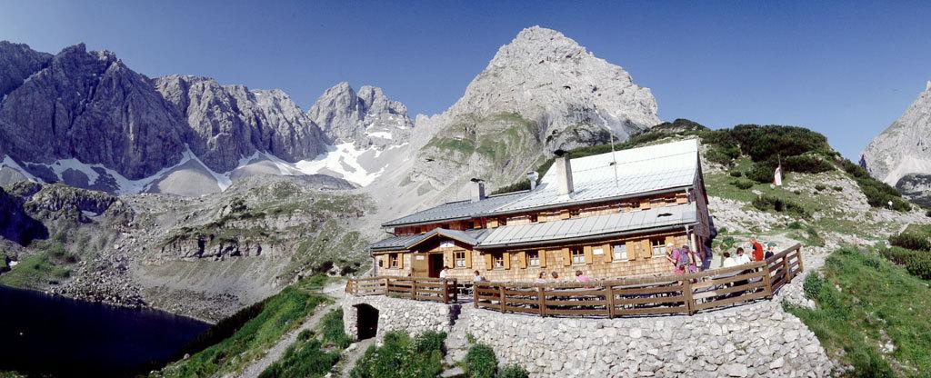 Die Coburger Hütte in der Tiroler Zugspitzarena, Foto: Archiv Coburger Hütte | Climbers Paradise