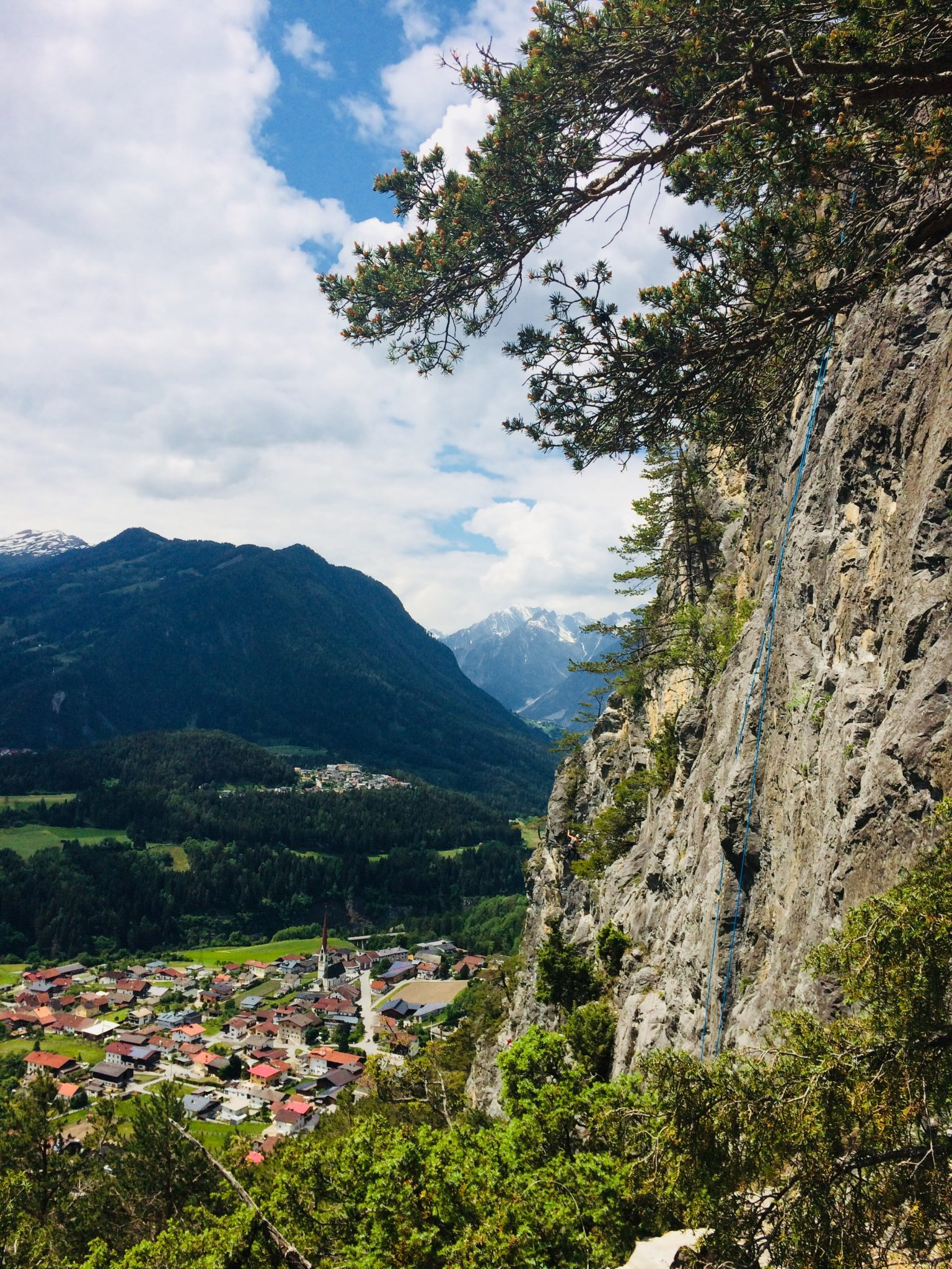 Die Rote Wand hoch über Karres | Climbers Paradise