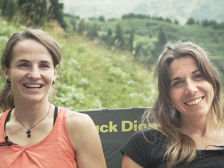 Barbara Zangerl und Martina Scheichl auf der Crash-Pad-Couch, Foto: Tobias Attenberger | Climbers Paradise
