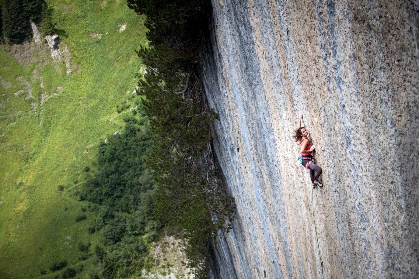 Barbara Zangerl beim Klettern, Foto: Tobias Attenberger | Climbers Paradise