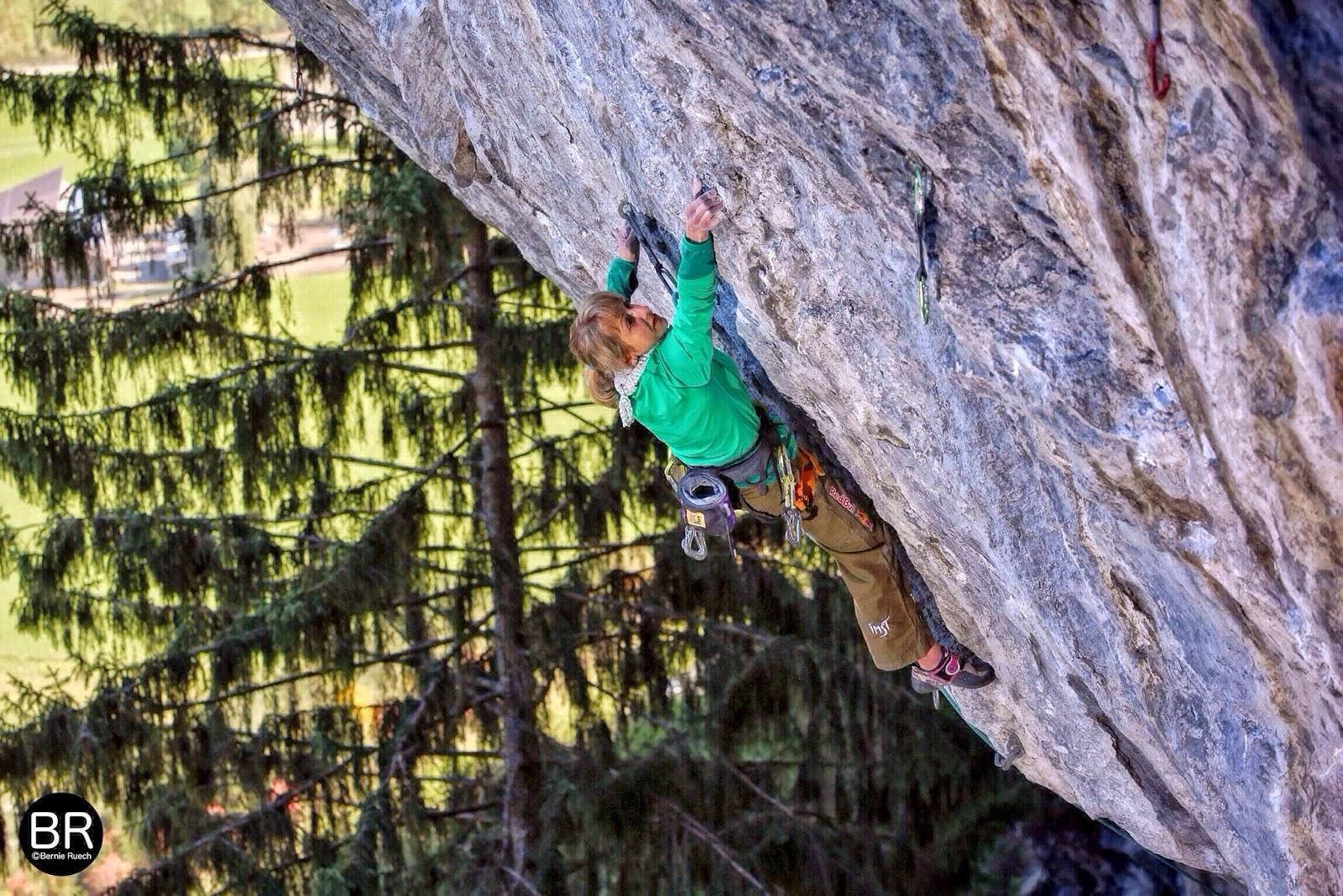 Angela Eiter trifft man häufig am Götterwandl an, hier in Zerirs (8c+), Foto: Bernie Ruech | Climbers Paradise