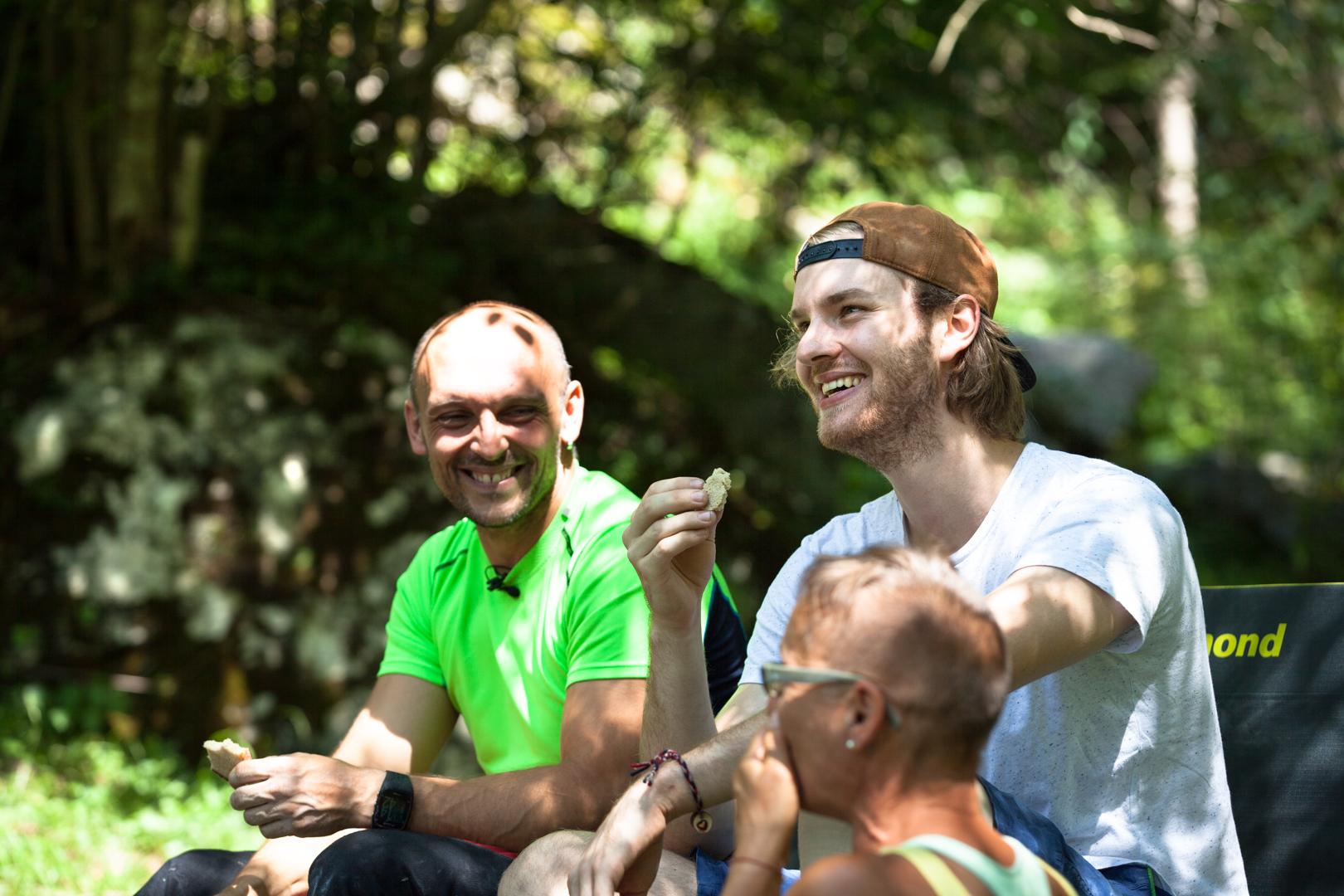 Bostjan, Alex und Edith beim Paraclimbing Foto: Tobias Attenberger   Climbers Paradise
