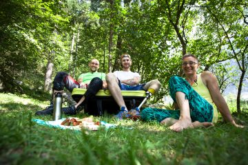 Bostjan, Alex und Edith auf der Crash-Pad-Couch, Foto: Tobias Attenberger | Climbers Paradise