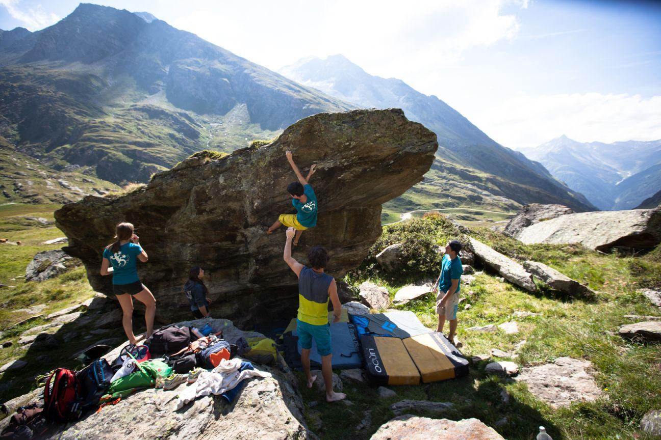 Bouldern in Osttirol, Foto: Tobias Attenberger | Climbers Paradise