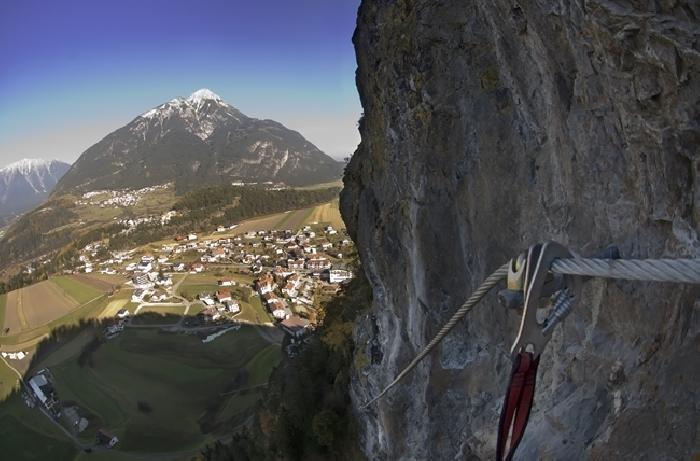 Steinwand Klettersteig, Foto: Ernst Riha | Climbers Paradise