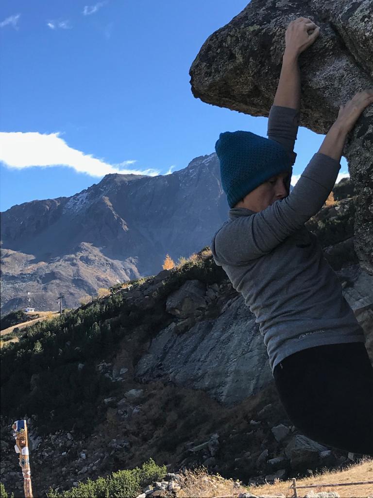Autorin Susa beim Bouldern im Silvapark | Climbers Paradise