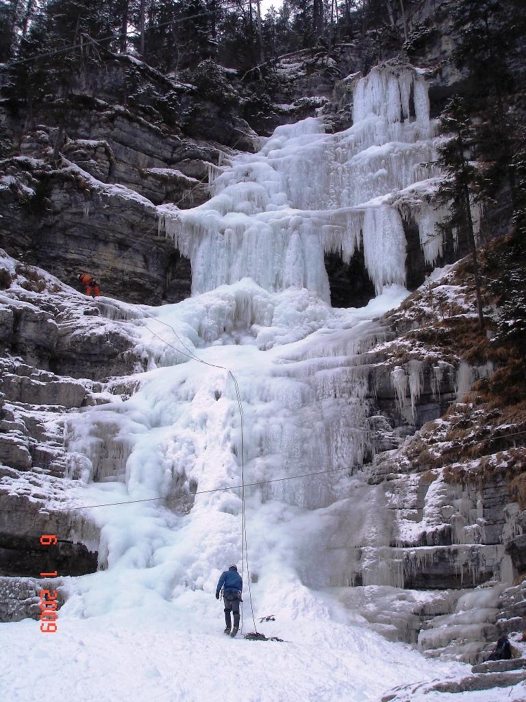 Der Häselgöhr-Eisfall in der Tiroler Zugspitz Arena | Climbers Paradise