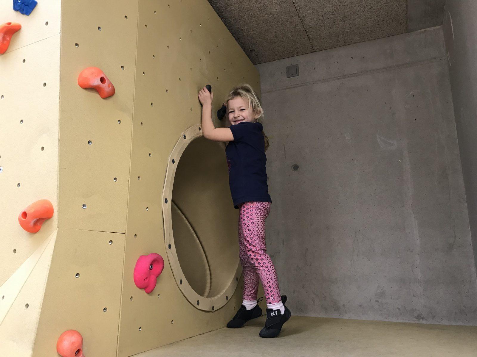 Eigener Kinderbereich mit Rutsche im Kletterzentrum Innsbruck. Foto: Matthias Bader