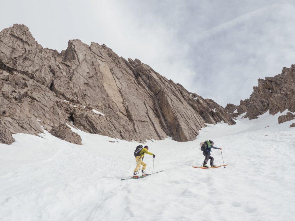 Skitour bis zum Fels in der Ferienregion Imst, Foto: Simon Schöpf | Climbers Paradise