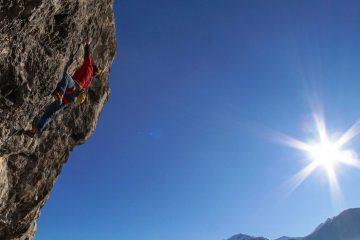 Matthias Bader klettert Gothic 8a an der Grottenwegwand | Climbers Paradise