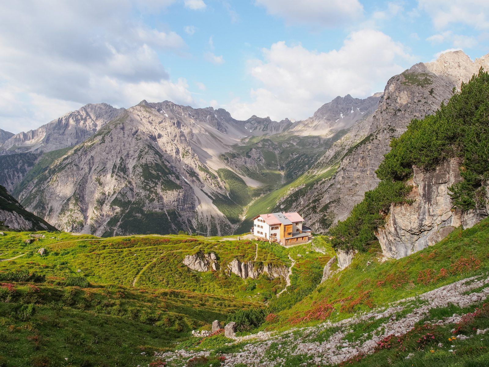 Die Steinseehütte in der Ferienregion Tirol West. Foto: Simon Schöpf | Climbers Paradise