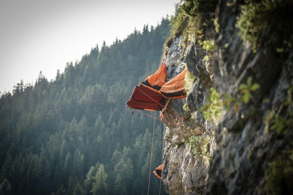 Freischwebend übernachten an der Felswand bei Saalfelden und Leogang, Foto: LemonMedia | Climbers Paradise