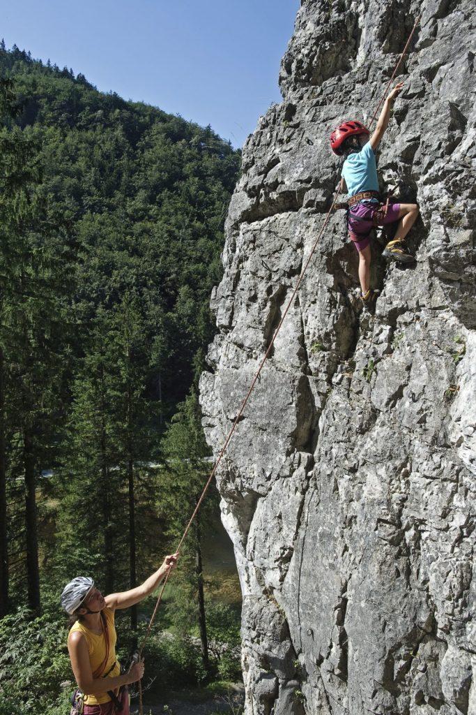 Klettern mit Kindern im Klettergarten Wiesensee bei Hochfilzen, Foto: Jörg Mitter | Climbers Paradise