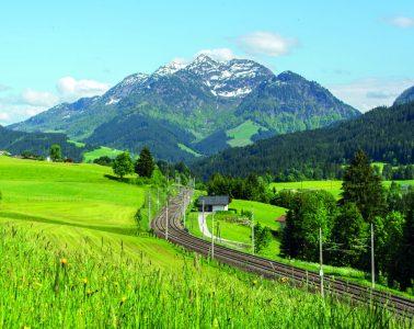 Mit dem Zug zum Klettern, Foto: Helmut Lackner   Climbers Paradise