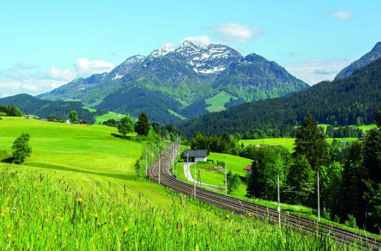 Mit dem Zug zum Klettern, Foto: Helmut Lackner | Climbers Paradise
