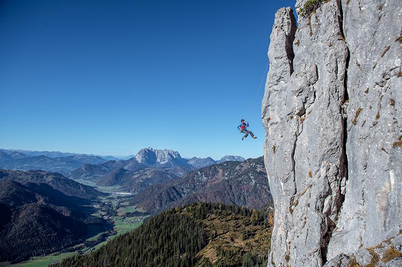 Frei schwebend beim Klettern in der Region Steinberge, Foto: Michael Werlberger | Climbers Paradise
