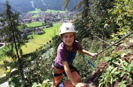 Kindern macht das Gehen von Klettersteigen Spaß | Climbers Paradise
