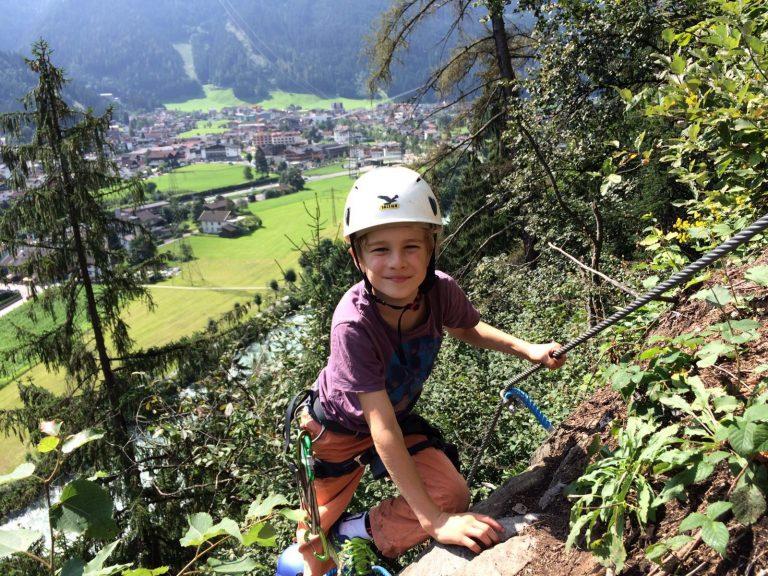 Kindern macht das Gehen von Klettersteigen Spaß   Climbers Paradise