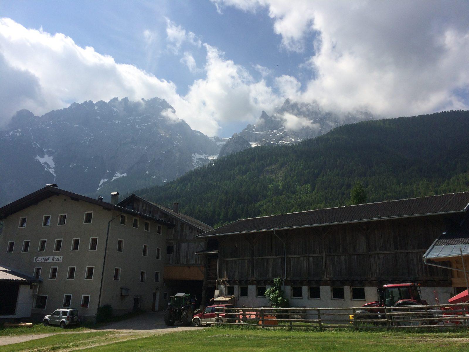 Der Kreithof in Osttirol mit Blick auf die Lienzer Dolomiten | Climbers Paradise