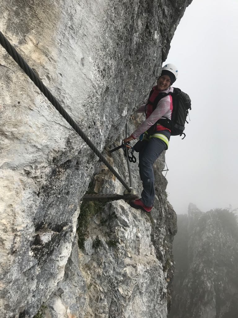 Autorin Susa Schreiner genießt den Klettersteig Klamml | Climbers Paradise