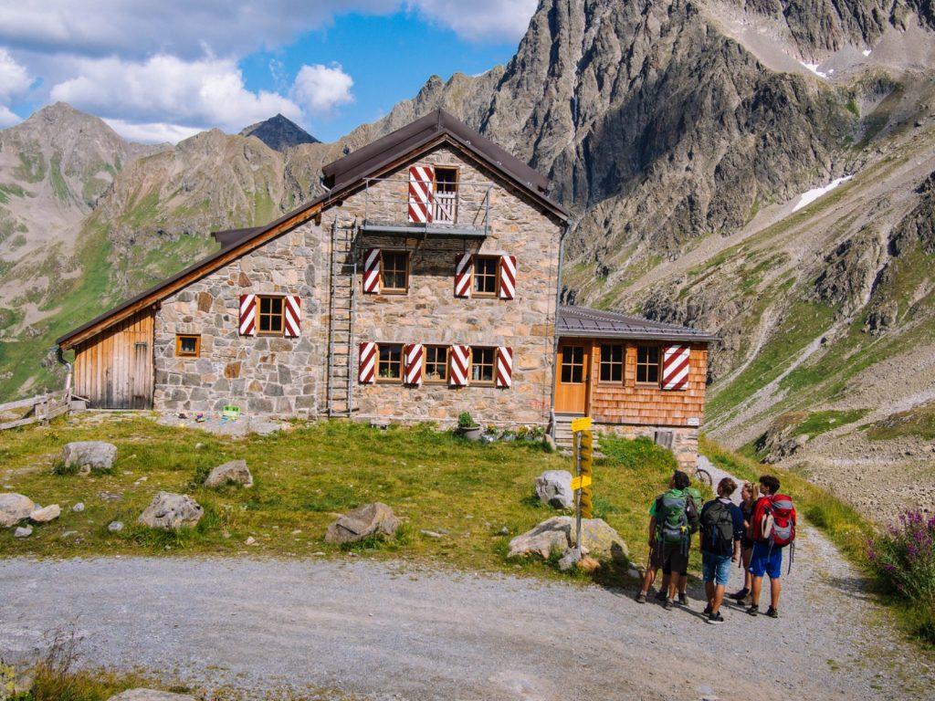 Die Darmstädter Hütte hoch über St. Anton am Arlberg I Climbers Paradise