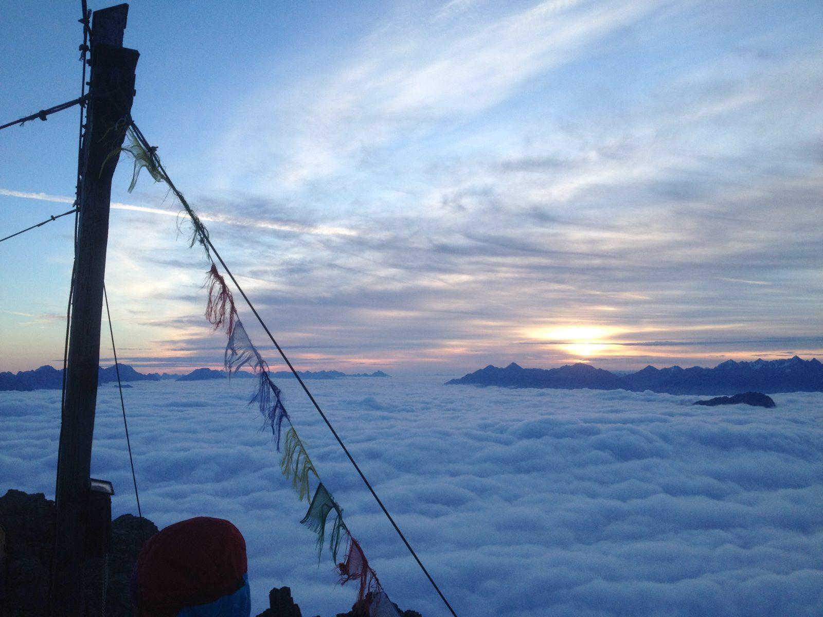 Die letzten Stunden des Tages ganz oben genießen. Foto: Matthias Bader | Climbers Paradise