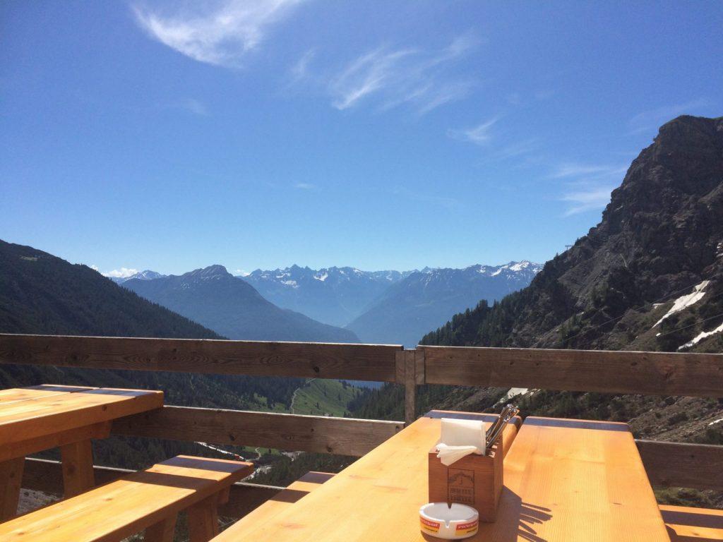 Panoama auf der Terasse und leckere Schmankerl auf der Muttekopfhütte | Climbers Paradise