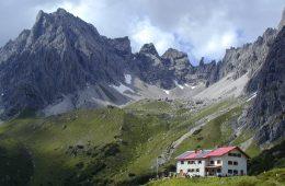 Die Steinseehütte in der Ferienregion Tirol West, Foto: Archiv Steinseehütte | Climbers Paradise