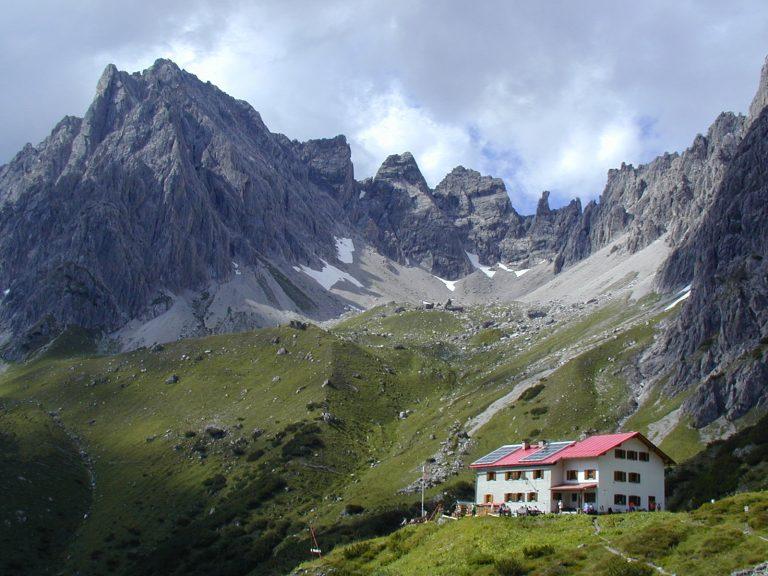 Die Steinseehütte in der Ferienregion Tirol West, Foto: Archiv Steinseehütte   Climbers Paradise