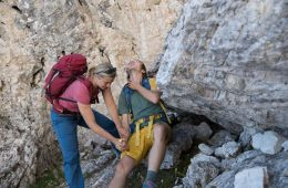 Behandlung einer allergischen Schock-Reaktion am Berg, Foto: Hansi Heckmair   Climbers Paradise