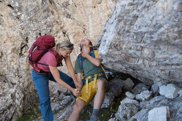 Behandlung einer allergischen Schock-Reaktion am Berg, Foto: Hansi Heckmair | Climbers Paradise
