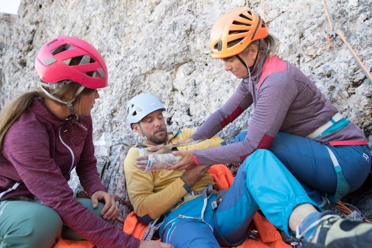Erste Hilfe bei einem Armbruch, Foto: Hansi Heckmair   Climbers Paradise
