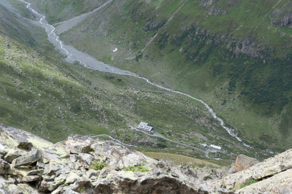 Ein tiefer Blick zur Jamtalhütte in Paznaun | Climbers Paradise