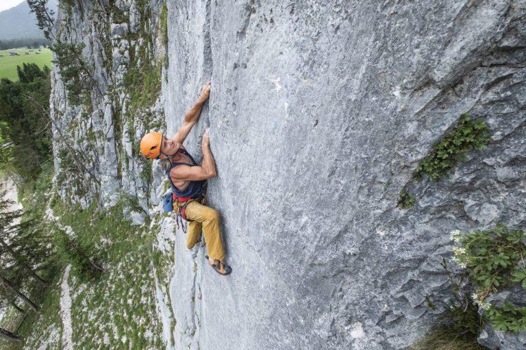Heinz Zak klettert im Klettergarten Scharnitz Sonnenplatten, Foto: Olympiaregion Seefeld   Climbers Paradise