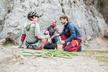 Erste Hilfe bei einem Beinbruch auf Bergtour, Foto: Hansi Heckmair | Climbers Paradise