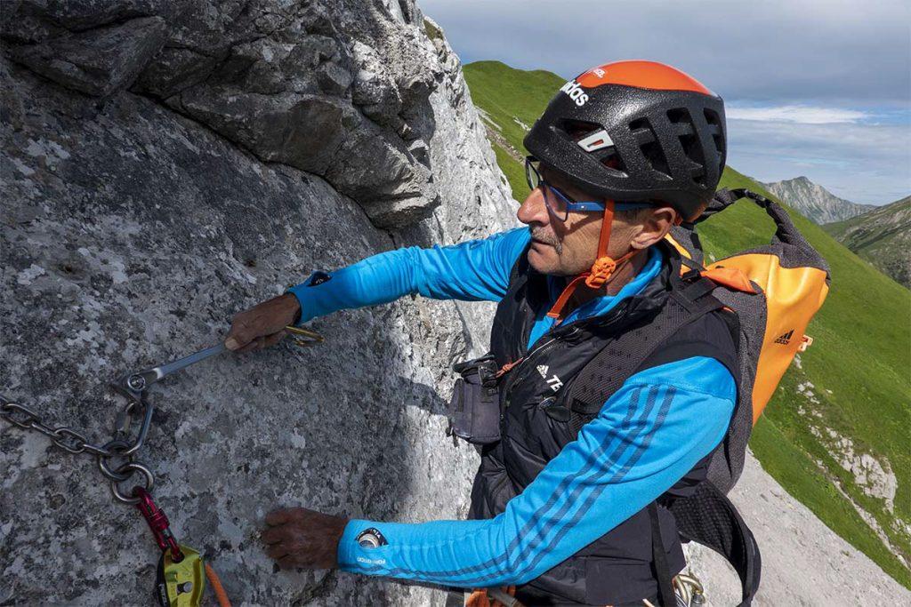 Reparaturarbeiten am Fels, Foto: Mike Gabl | Climbers Paradise