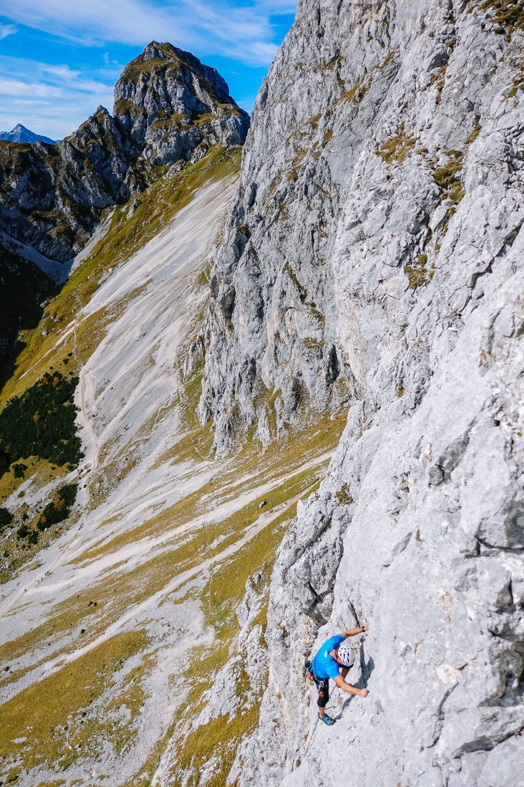 Die Miss Nesselwängle an der Zwerchwand. Top Fels, Top Ausblick, Foto: Simon Schöpf  Climbers Paradise