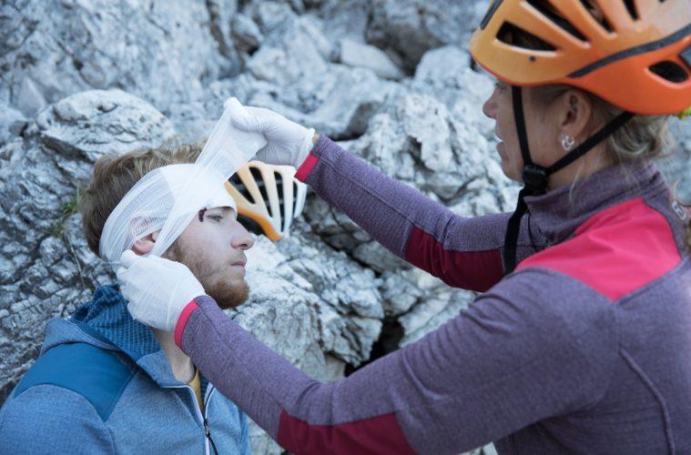 Erstversorgung einer Platzwunde, Foto: Hansi Heckmair | Climbers Paradise