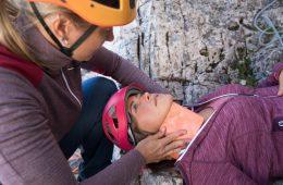 Erste Hilfe bei einer Wirbelsäulenverletzung, Foto: Hansi Heckmair   Climbers Paradise